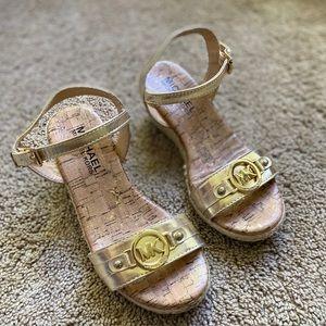 🌟HOST PICK🌟🌺Michael Kors Beautiful Gold Wedges